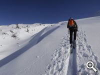 herrliche Skitour durch tiefverschneite Landschaft in den Kitzbüheler Alpen